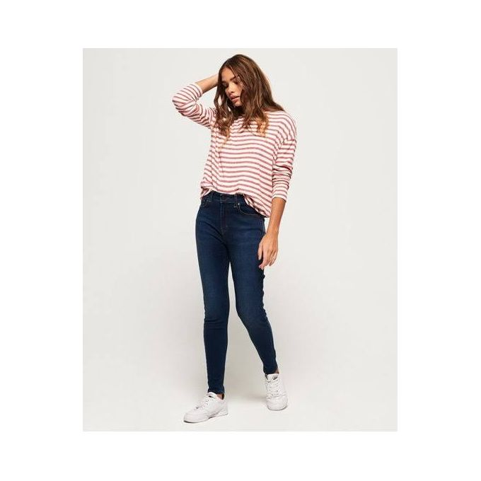 womens-jeans-sneakers
