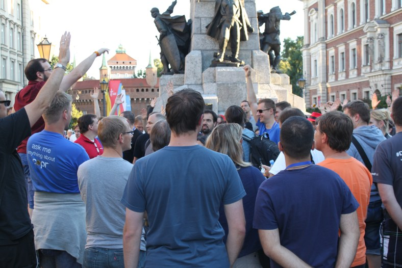 Brian Exelbierd nobly tries to organize Fedora Flock attendees for walking tour