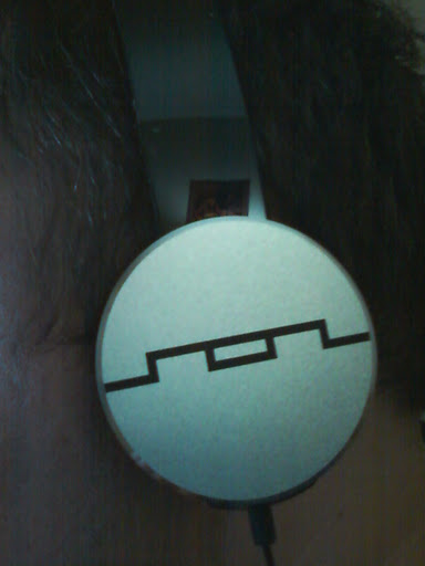 SOL Republic Tracks HD on head