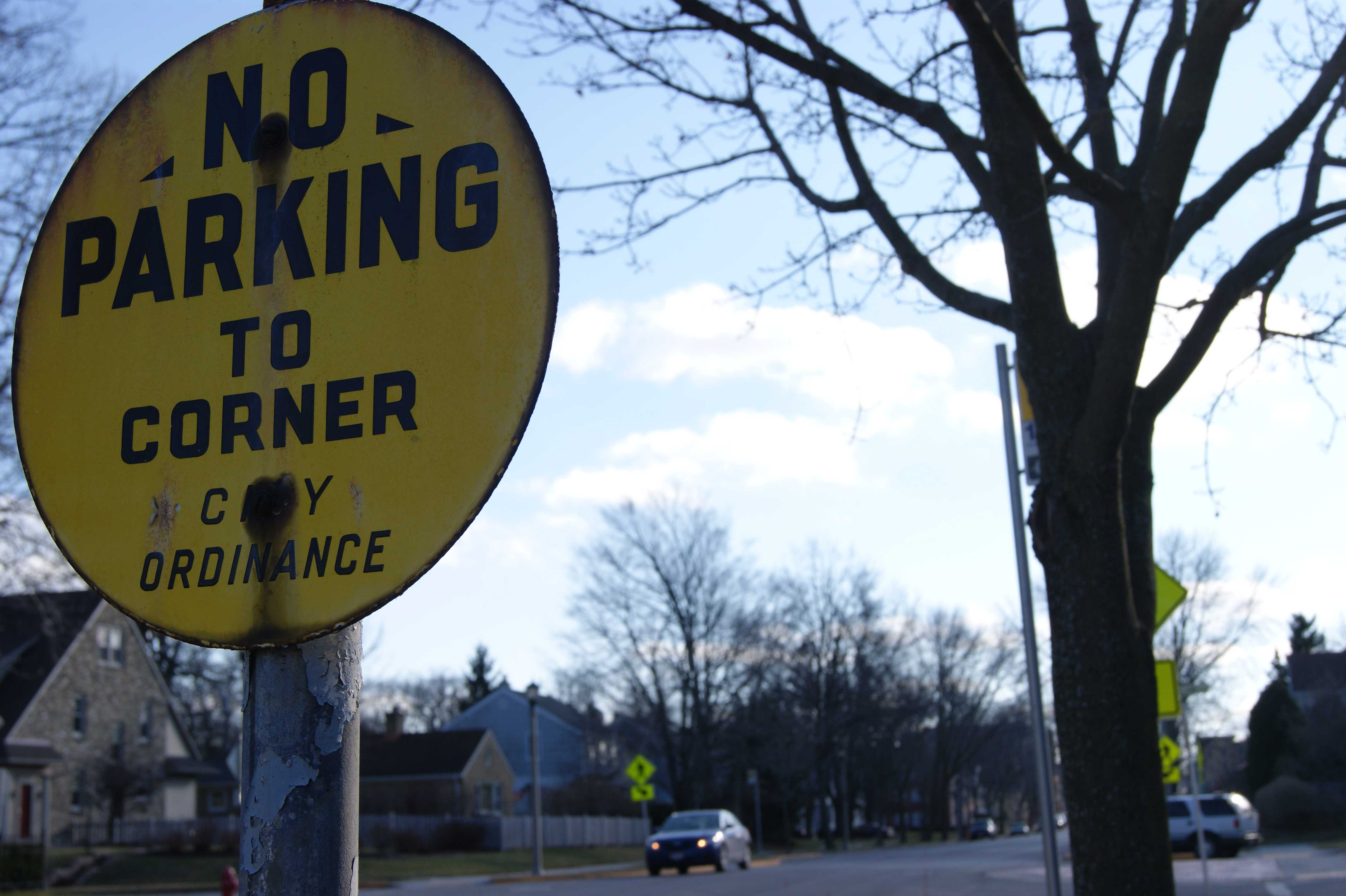 No Parking, By City Ordinance