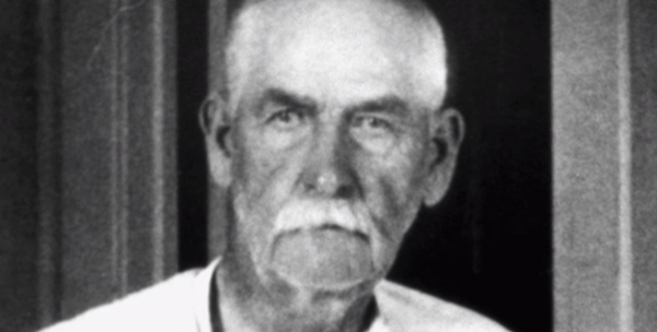 Picture of Wyatt Earp in his later years