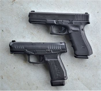 Comparrison of the Arex Rex Delta and Glock 17 showing the Delta to be smaller