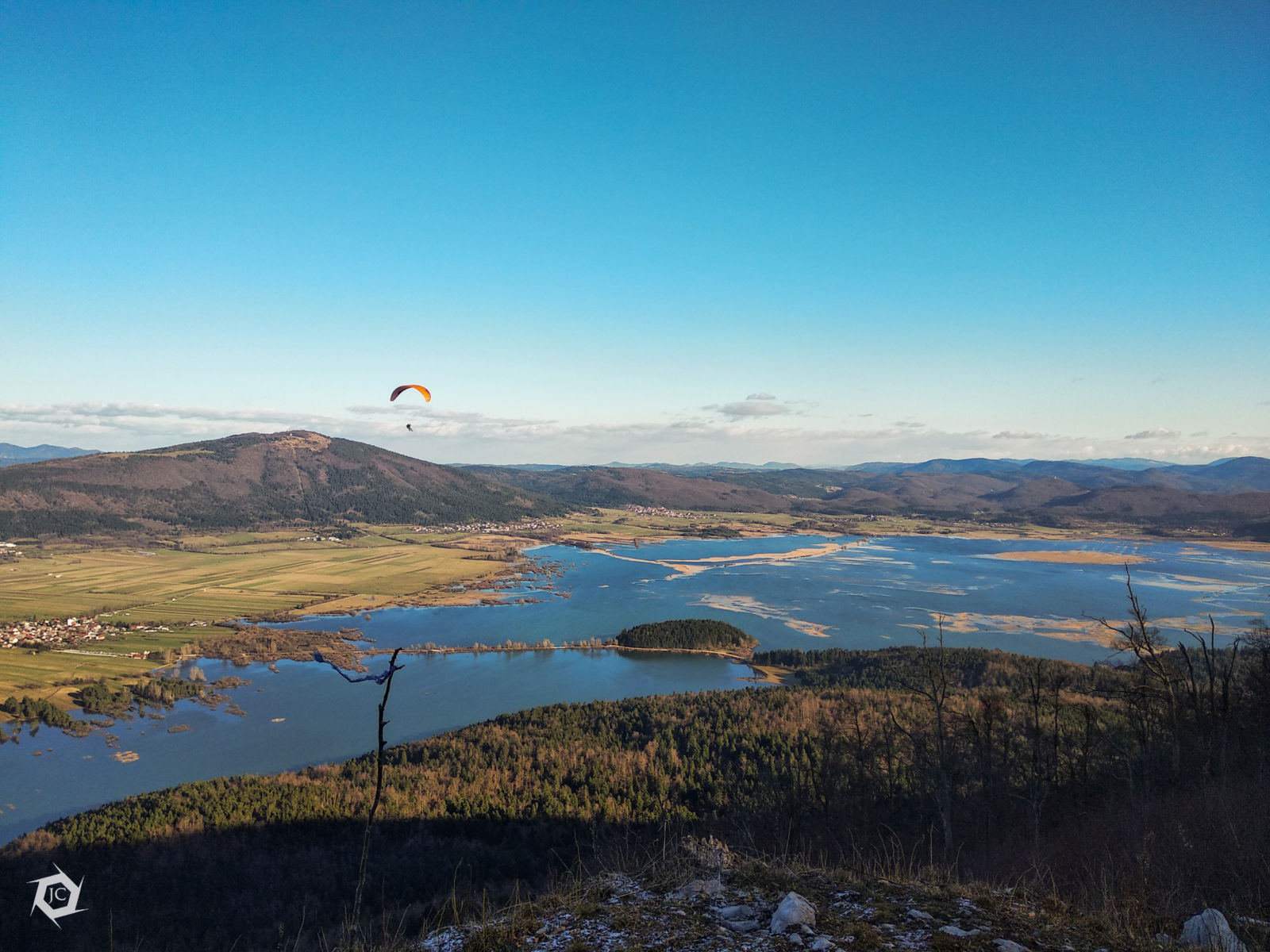 Poplavljeno Cerkniško jezero iz zraka