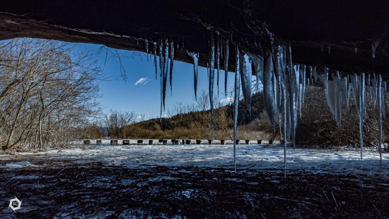 Ledene sveče na vhodu Velike Karlovice