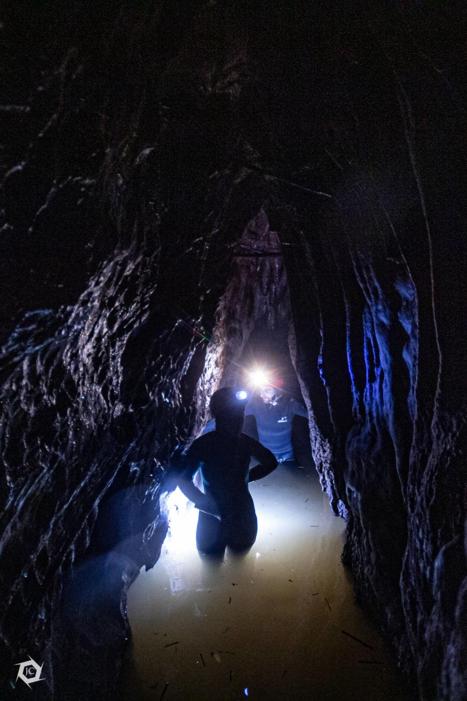 Plavanje v neoprenu v jami Velika Karlovica