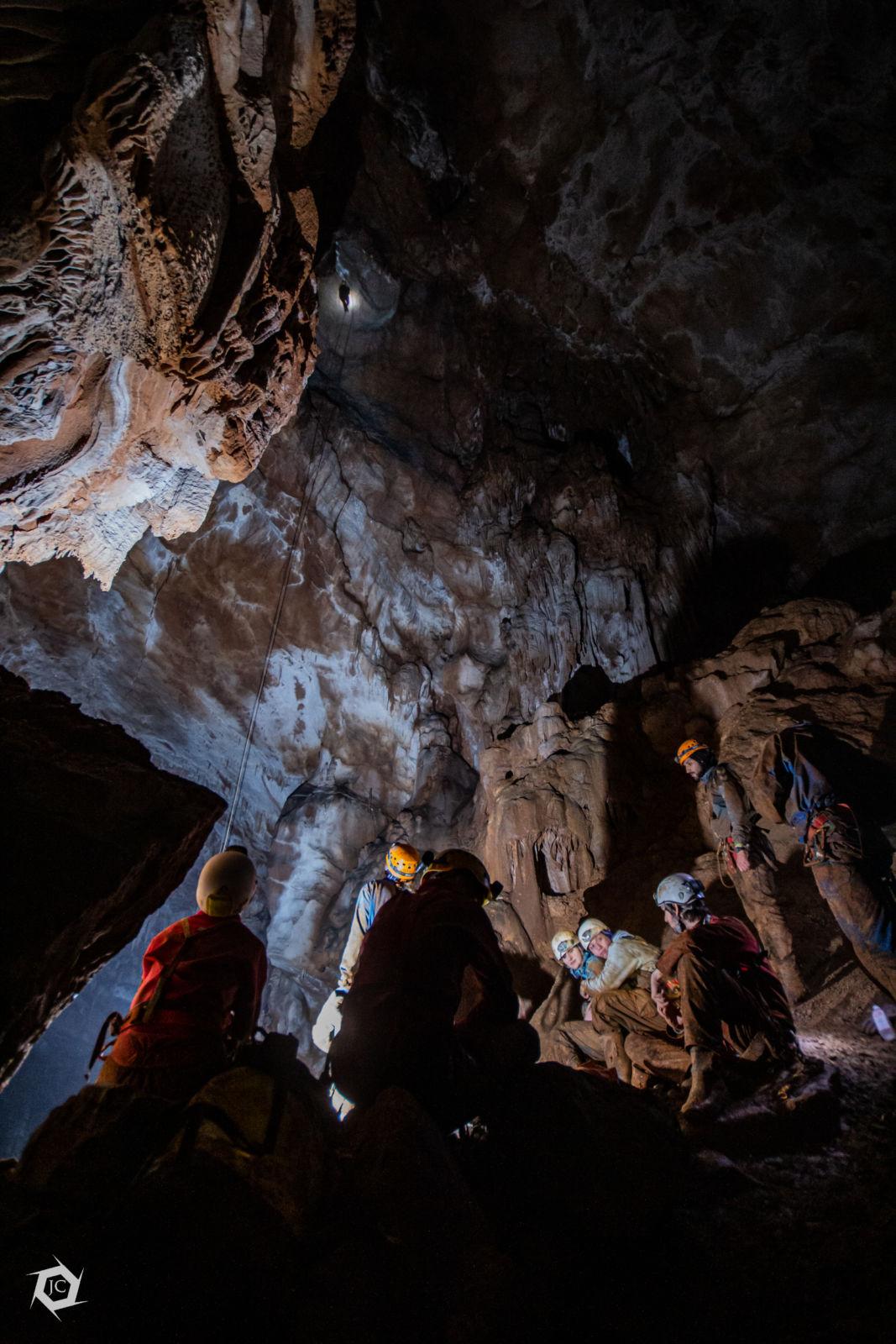 Jamar na 40m vrvi v jami Medvedjak
