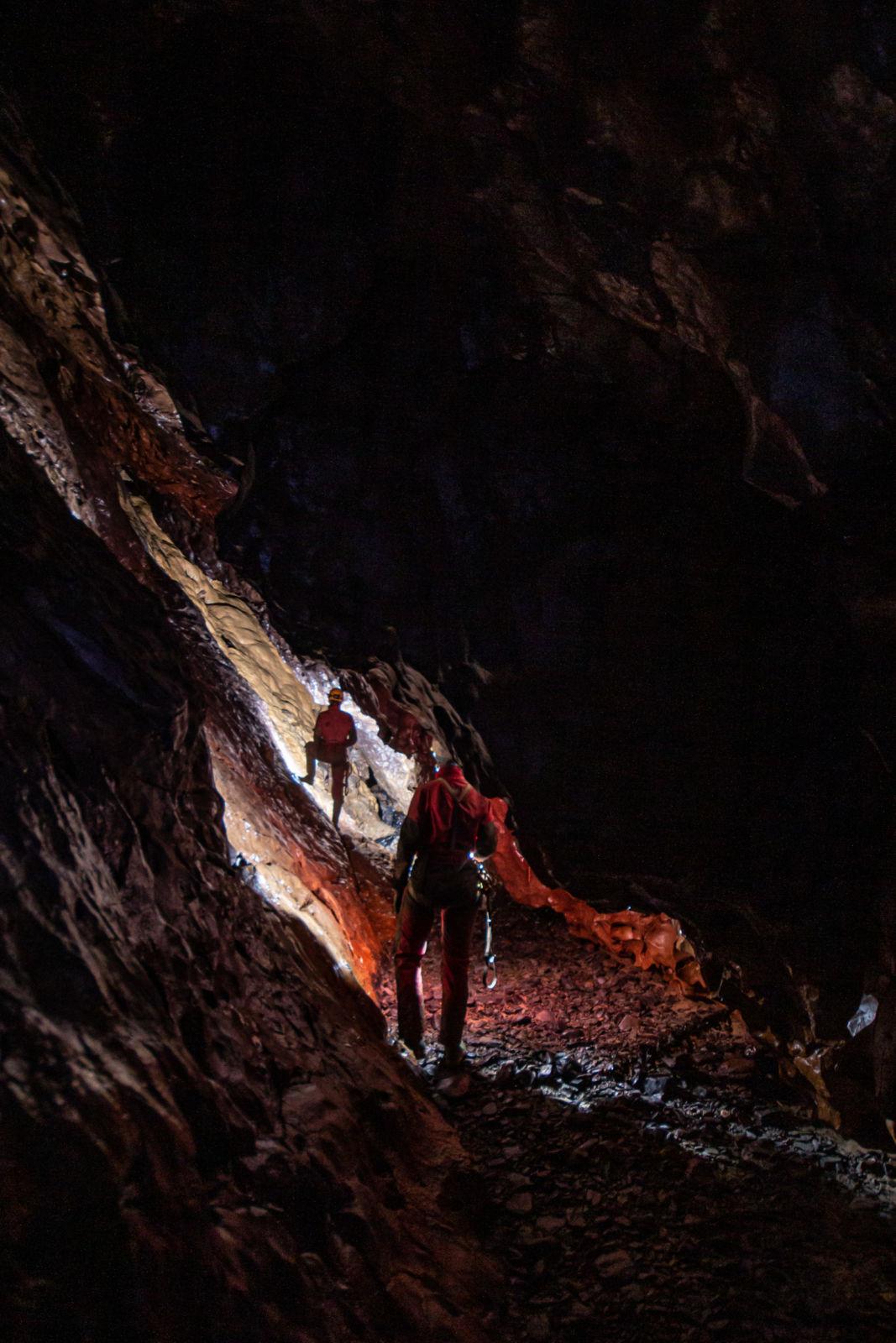 Ana in Cyril v prelomu v Ocizeljski jami