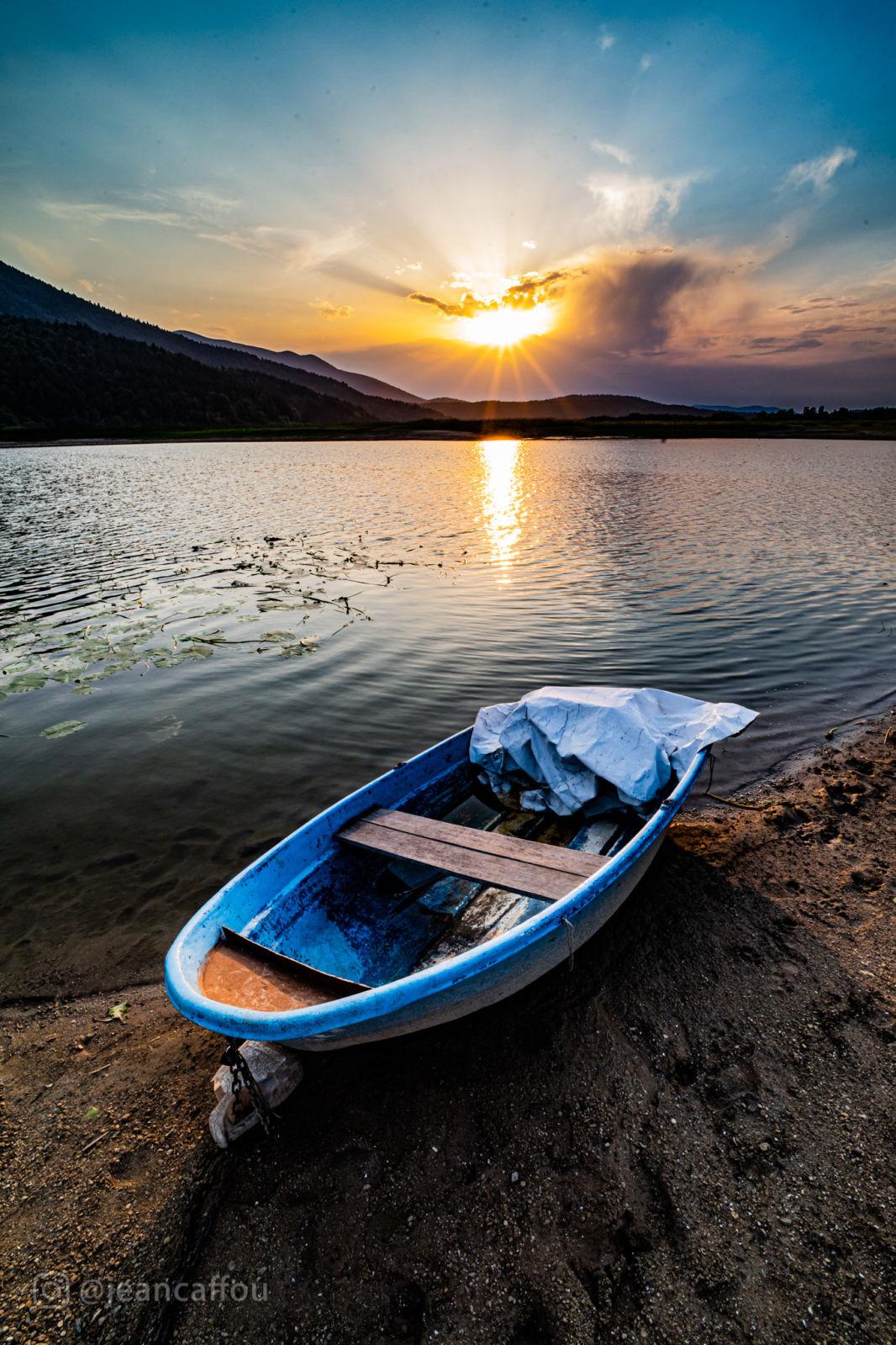 Čoln na Cerkniškem jezeru