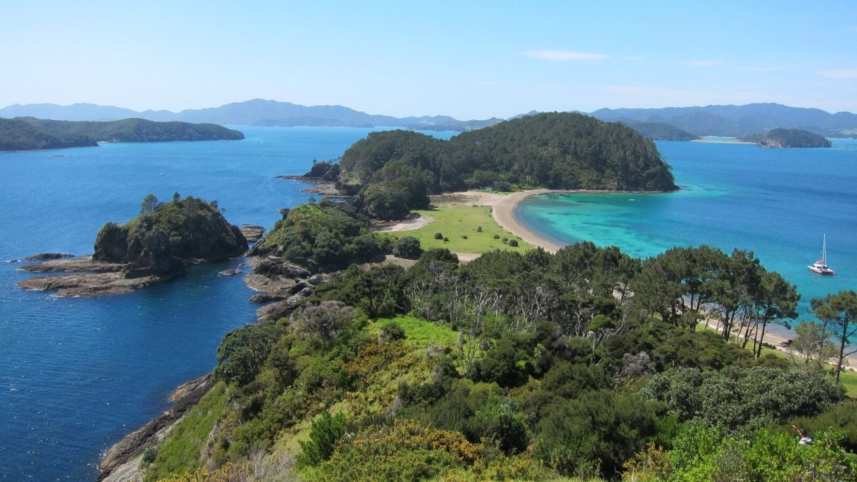 Bay of Islands. Photo by Andrea Lai https://flic.kr/p/aASWJb.