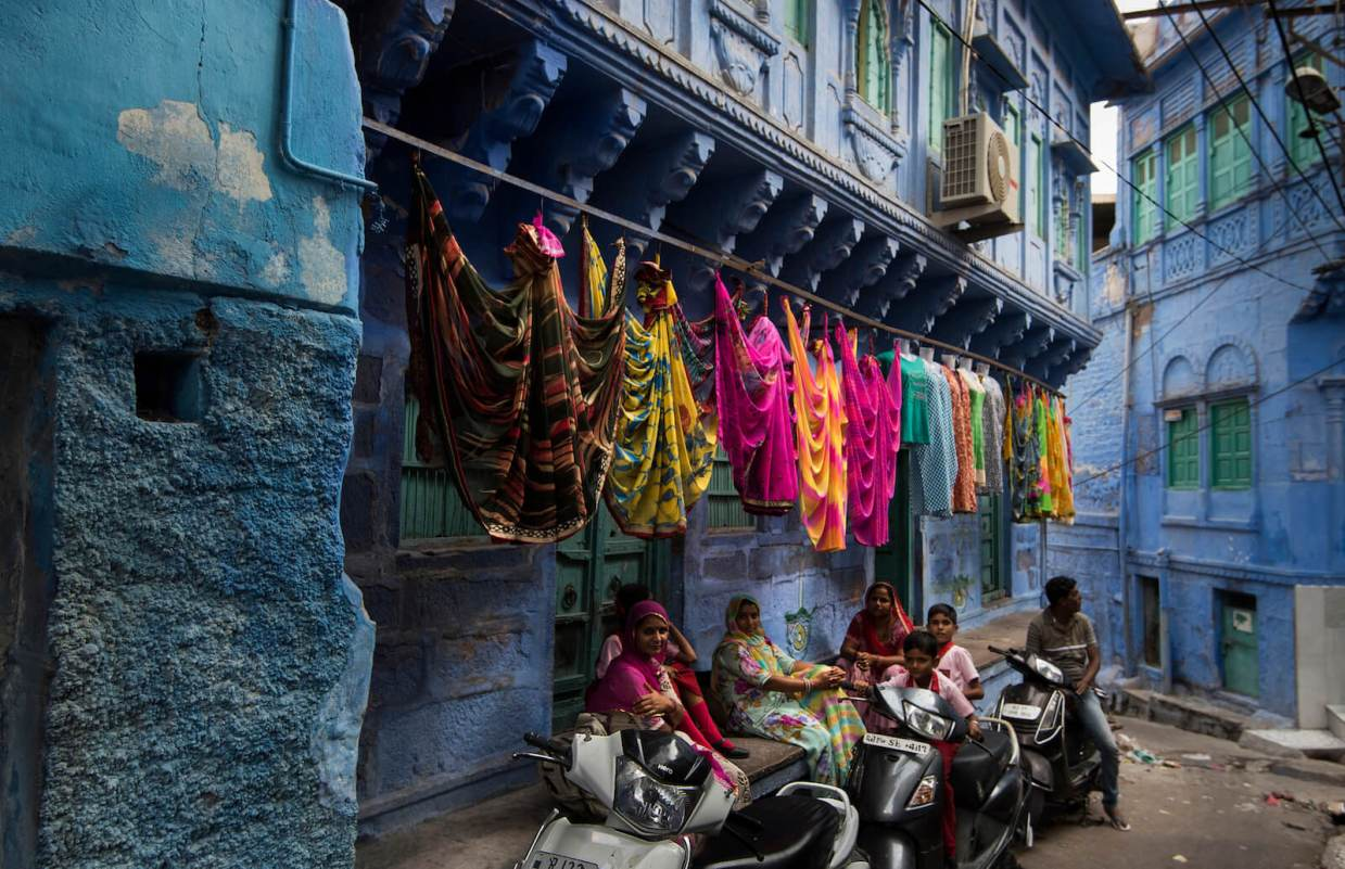 How to Avoid the 3 Most Common Shopping Scams in India. Photo by David Baxendale (https://flic.kr/p/D6xJcN).