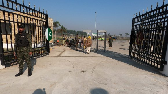 Crossing the Kartarpur Border into Pakistan 2