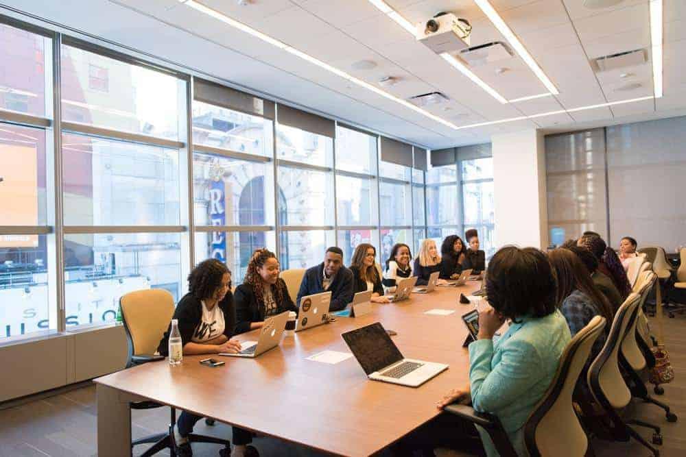7 Hal Yang Perlu Diperhatikan Saat Menghadiri Meeting