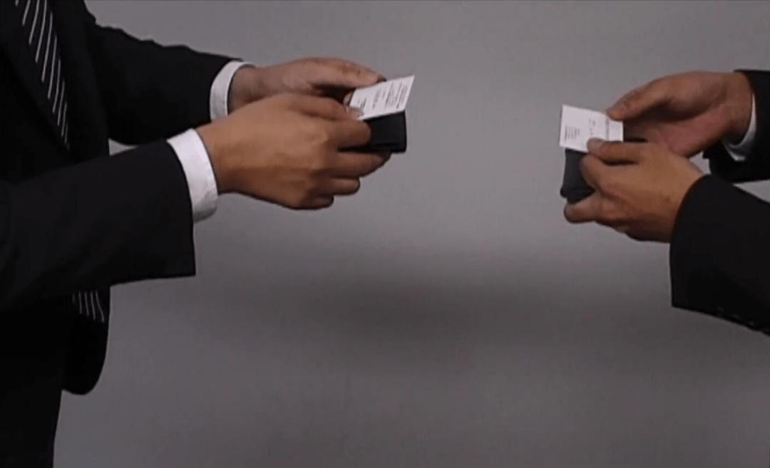 5 Hal yang Diperhatikan Rekan Bisnis Saat Menerima Kartu Nama