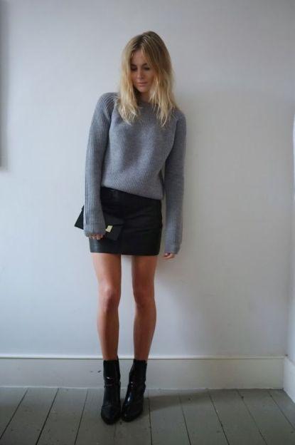 Jupe noire mi-cuisse droite