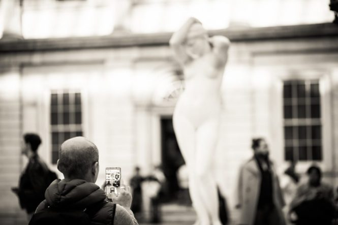 Candid shot of a museum goer at the Metropolitan Museum of Art, by NYC street photographer, Kelly Williams