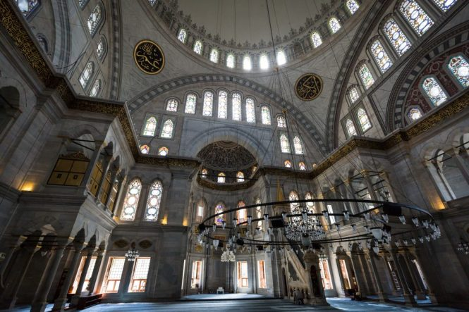 Nuruosmaniye Mosque for an article on Istanbul street photos
