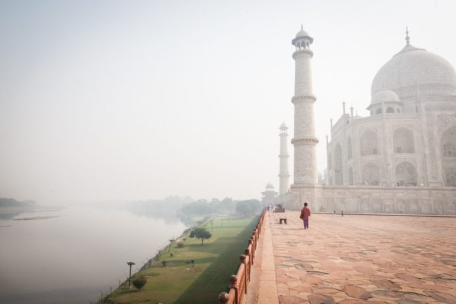 India street photography at the Taj Mahal