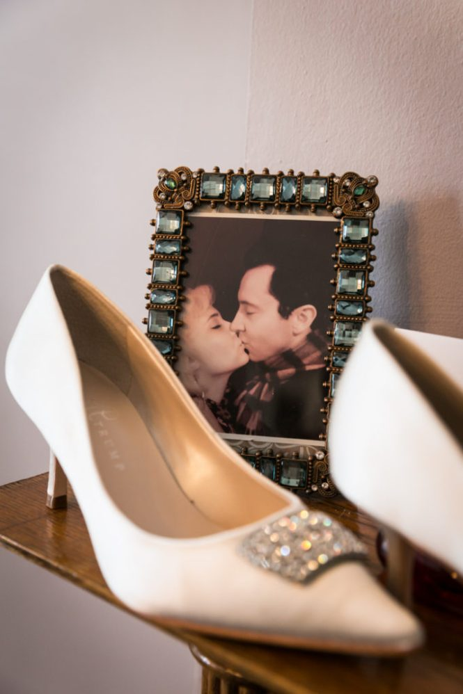 Picture frame of bride and groom before their Scottadito wedding