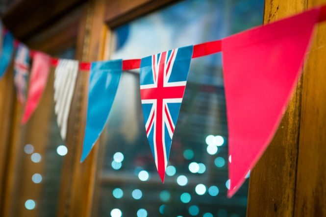 Union jack flag decorations at a Scottadito wedding