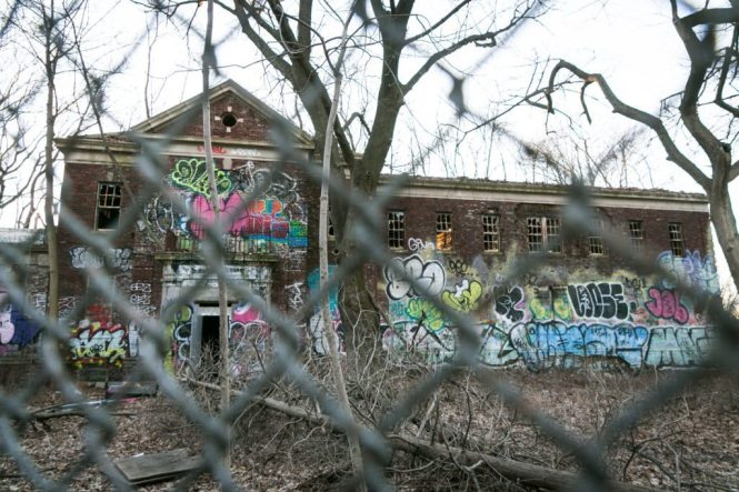 Abandoned hospital in Staten Island, by NYC photographer, Kelly Williams