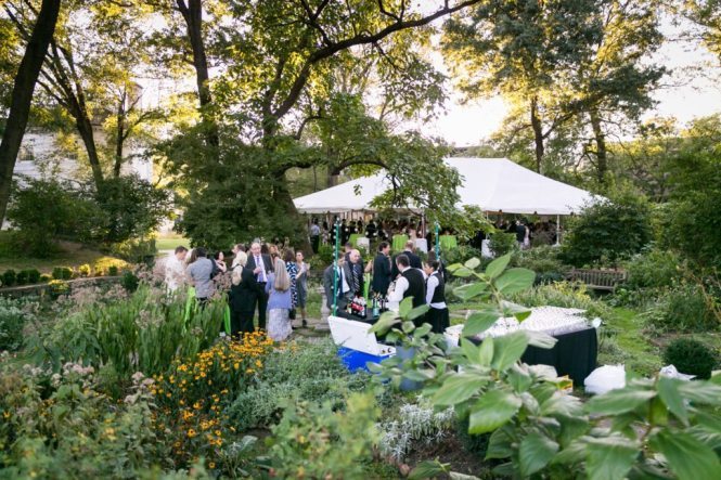 Moris Jumel Mansion wedding photo for an article on how to take great group photos by Kelly Williams