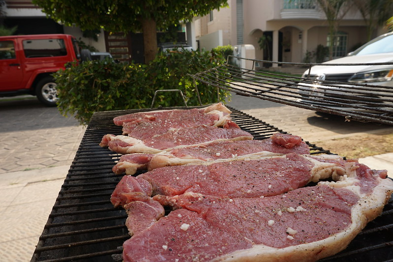 Steaks (peinicillo) on the charcoal grill.