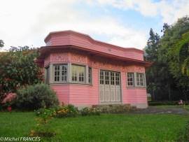 Une case créole rose