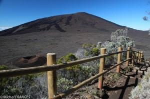 Un dernier regard vers les cratères