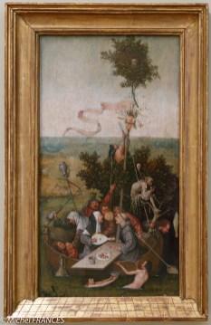 Dans la salle voisine, le seul tableau de Jérôme Bosch au Louvre, la Nef des fous