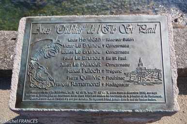 La stèle aux Oubliés de l'île Saint-Paul