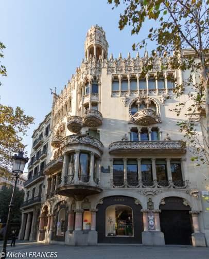 Près de la Casa Batllo, d'autres immeubles sont également intéressants