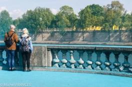 Juste en face, rive gauche, c'est au tour du bleu au pied du Musée d'Orsay