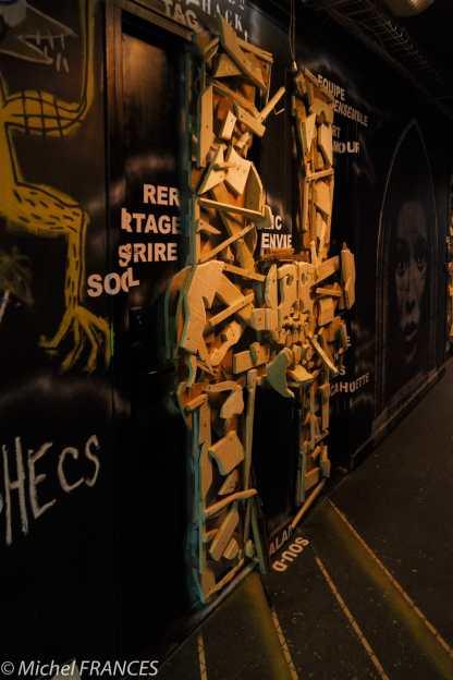 Les portes sont décorées, on espère que les occupants peuvent encore entrer ou sortir