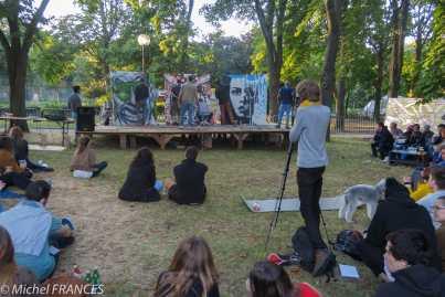 Un concours de peinture dans le parc