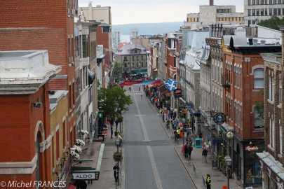 La rue St-Jean dégagée pour le passage du Grand Prix Cycliste de Québec