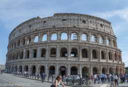 Le Colisée à Rome - en reculant davantage j'étais gêné par les piétons sur le trottoir