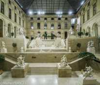 La Cour Marly au Louvre - Assemblage vertical de deux photos pour glisser une partie de la verrière dans la scène