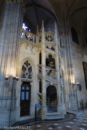 Un superbe escalier gothique