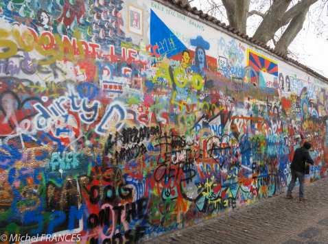 Le mur Lennon qui ne mérite vraiment sa réputation très surfaite