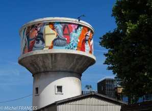 Sur un château d'eau de l'hôpital de la Pitié-Salpêtrière