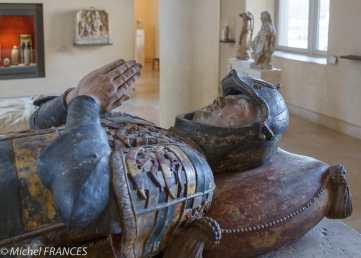 Le gisant de Philippe Pot avant la restauration
