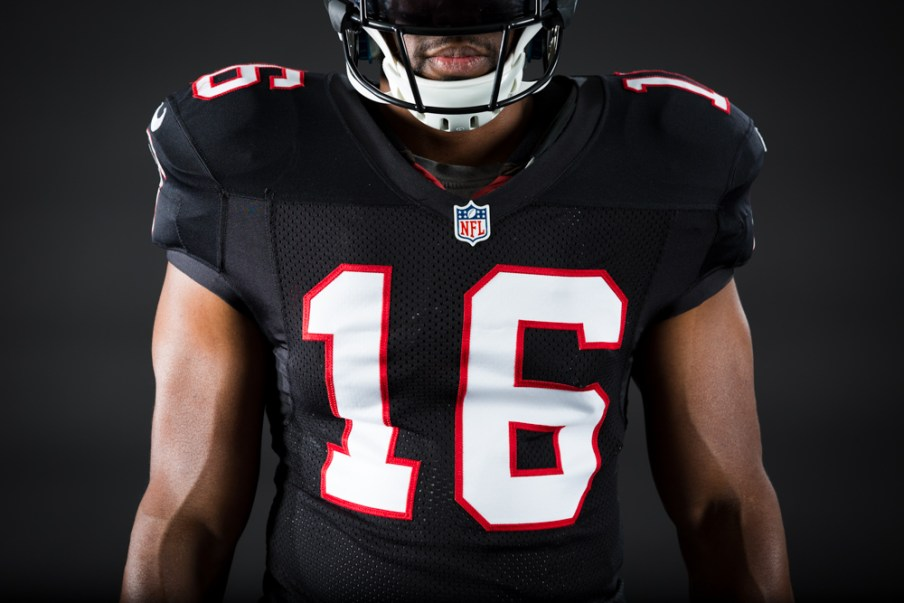 161005_falcons_black_uniforms_0321