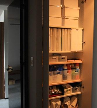 IKEAの定番品を使った収納スペースの様子