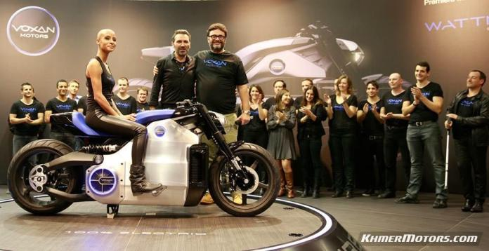 The Voxan Motors new Wattman electric motorcycle with its designers at the Paris Motor Show (Photo: Voxan Motors)