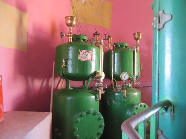 These are the pressurizing tanks that push the kerosene fuel up to the lantern. Jeffrey fills the tanks and pressurizes them each night.