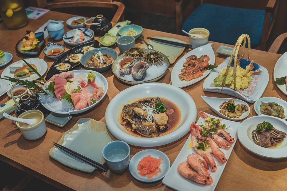 7. Seduce your visitors with the cafeteria dishes & menu - Kitcast Blog