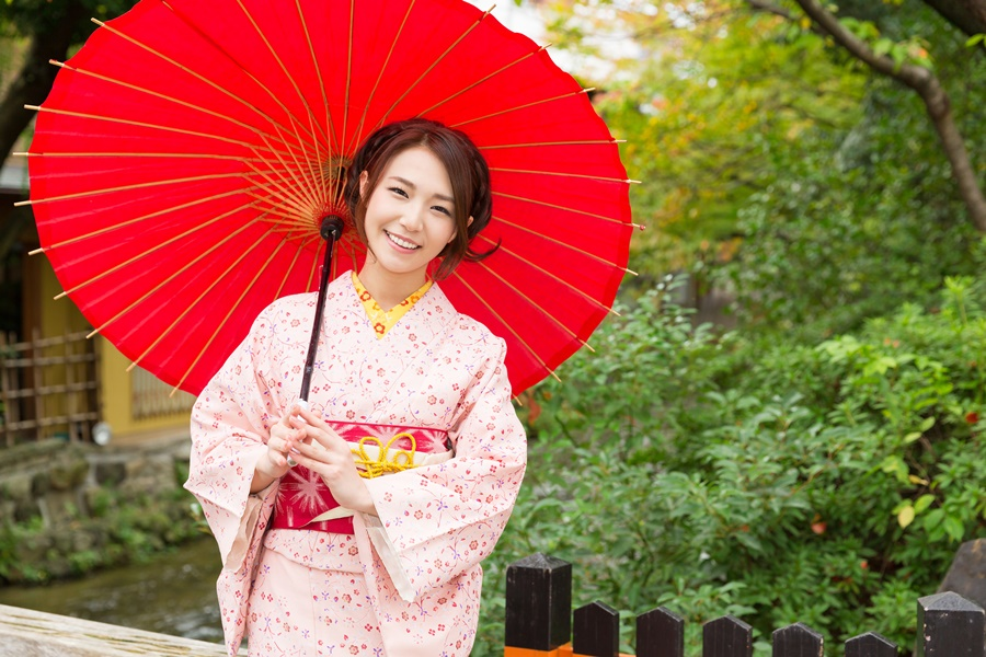 Japan Traditional Clothes Ashutterstock 305302463