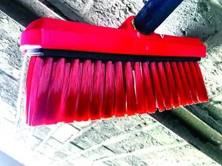 Vinyl-Brush Hog's Hair vs. Synthetic Bristles for Foam Brushes