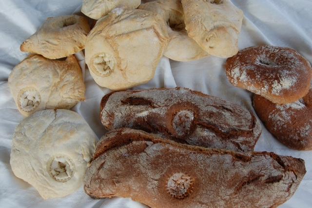 Der Brotstempel wird ausprobiert (3/3)