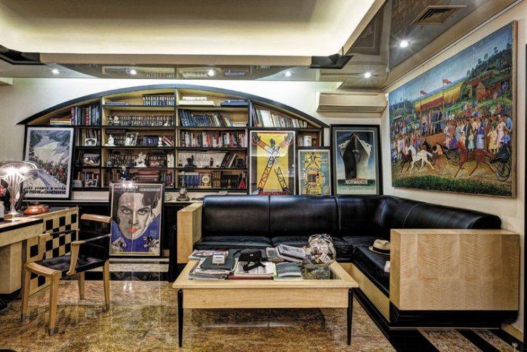 Интериор от кабинета на Александър Добровински - голям руски колекционер